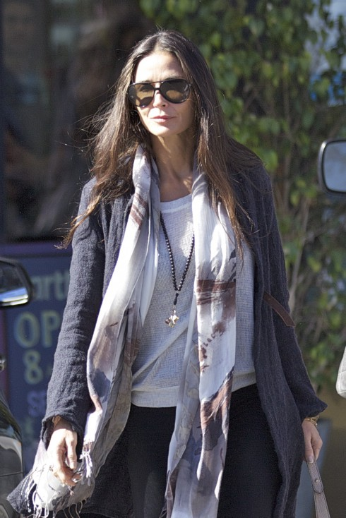 EXCLUSIVE EXCLUSIVE Demi Moore out getting breakfast