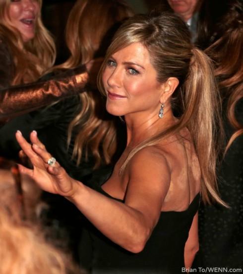 Jennifer Aniston Cupping Marks
