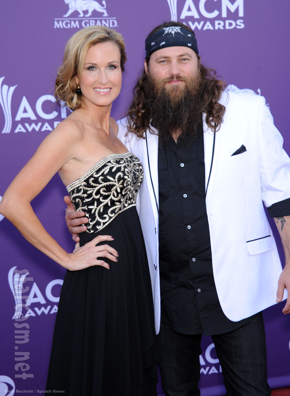 Korie Robertson shines on the 2013 ACM Awards red carpet