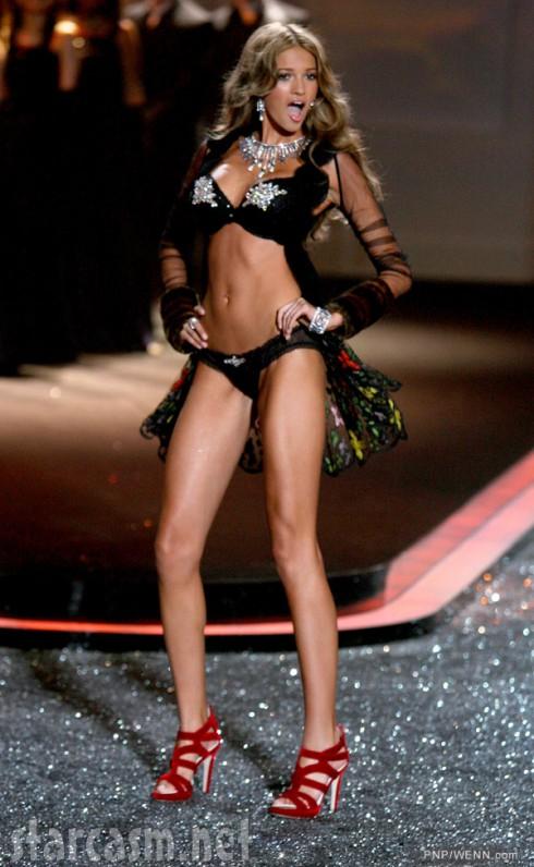 Kylie Bisutti Victoria's Secret Fashion Show 2009