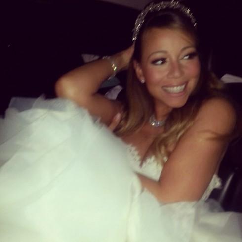 Mariah Carey renews her vows at Disneyland