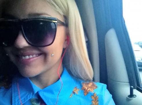 Amanda Bynes shows of cheek piercings