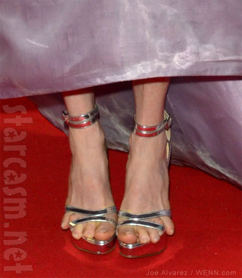 PHOTOS Julianne Moore's toes smashed by shoes at Cannes ...
