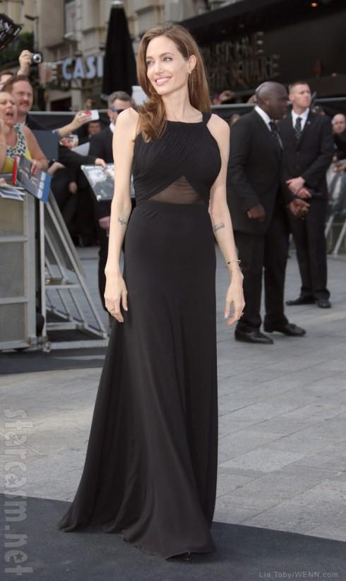 Angelina Jolie World War Z premiere after mastectomy