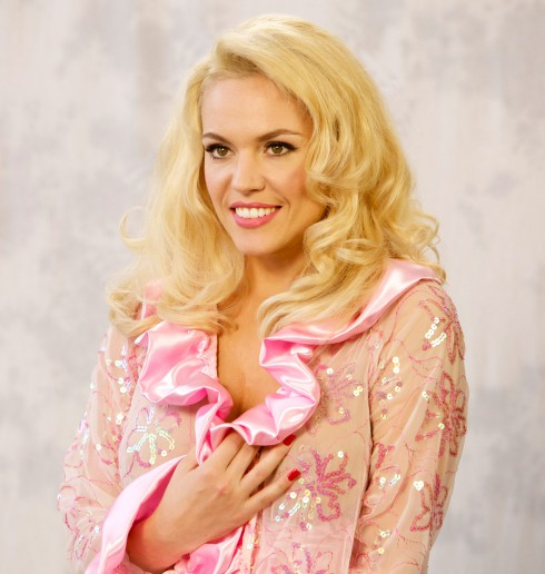Which actress plays Anna Nicole Smith in the Lifetime movie?