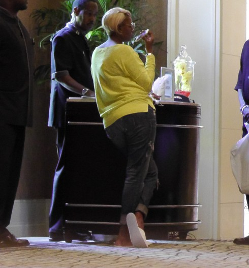 NeNe Leakes makes a couple of last minute preparations for her wedding ceremony in Atlanta.