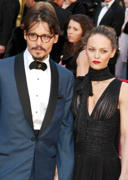 JOHNNY DEPP and VANESSA PARADIS Red carpet arrivals at The 2005 Academy Awards (Oscars) held at The Kodak Theatre in Hollywood, California.