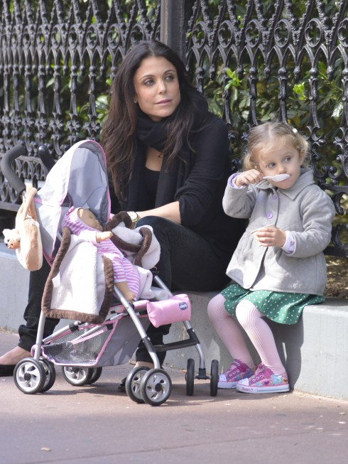 Bethenny Frankel takes her daughter Bryn Hoppy to the park and later go for ice cream.