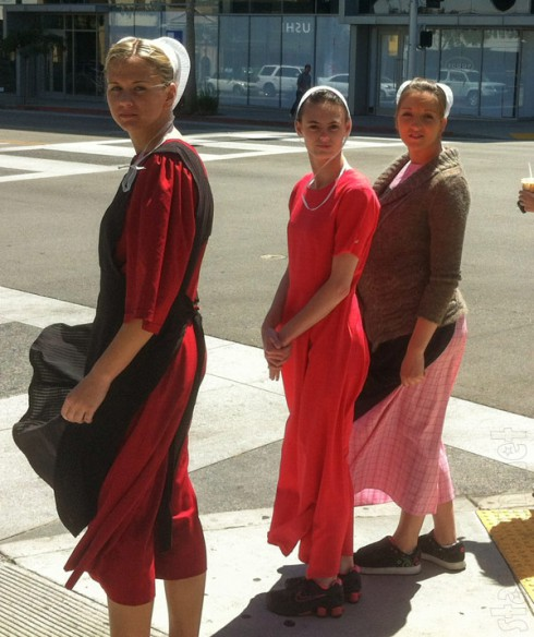 Breaking Amish LA Iva Betsy and Lizzie in Los Angeles