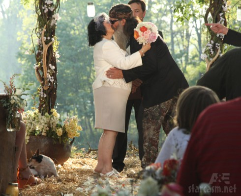 Duck Dynasty Phil Robertson and Miss Kay kissing