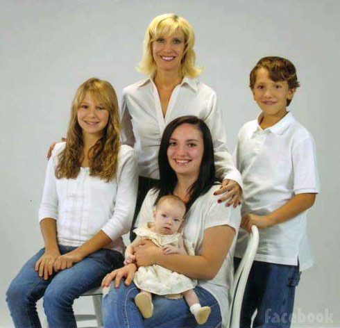 Alex Sekella family photo with sister Arielle, mom Wendy, daughter Arabella and brother Killian