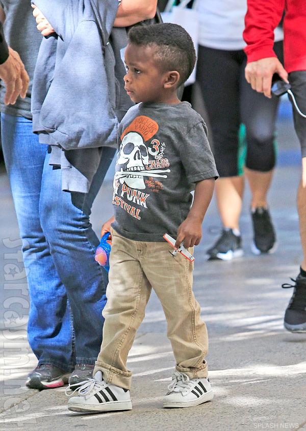 PHOTO Sandra Bullock's son Louis Bullock is a cool lookin ...