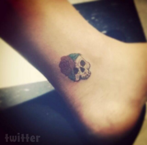Chelsea Houska skull tattoo on her ankle