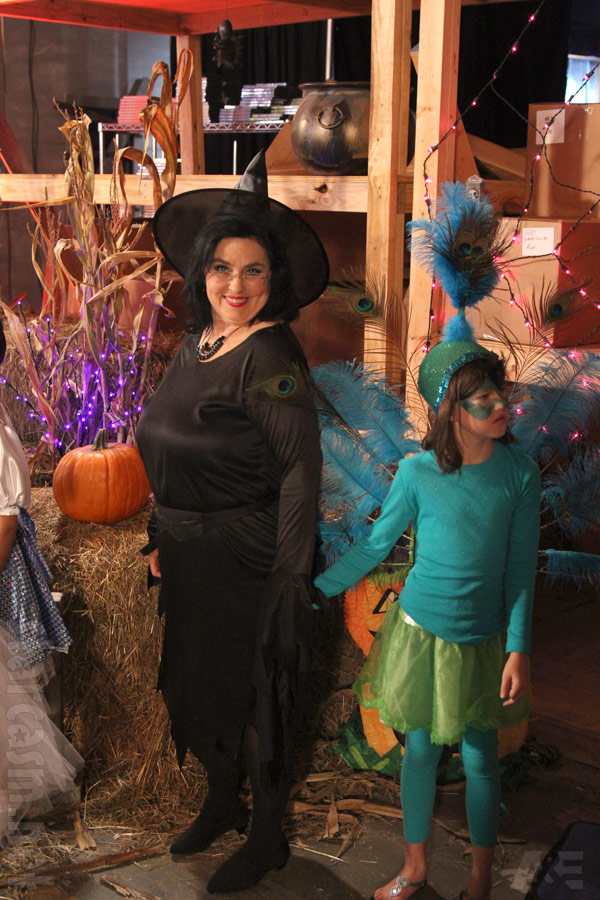 Duck Dynastyu0027s Ms Kay in a witch costume for Halloween episode  sc 1 st  Starcasm & Duck Dynasty Halloween special episode costume photos
