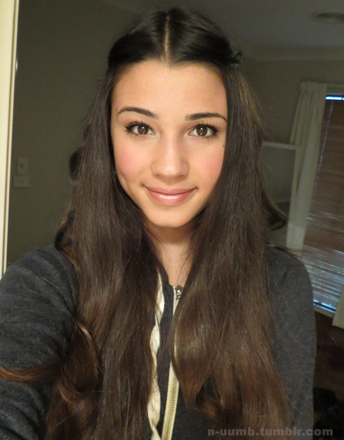 photos beyonce photobombs teen girl's selfie during melbourne concert