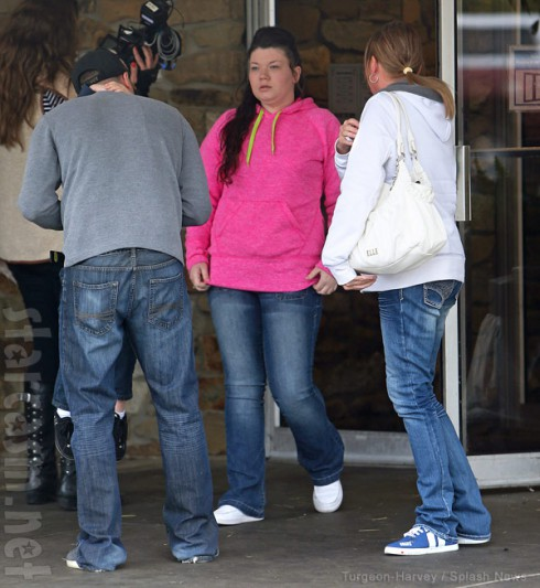 Amber Portwood released from prison then visits Frisch's Big Boy burger in Anderson Indiana