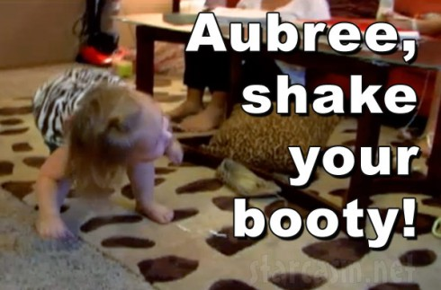 Chelsea Houska's daughter Aubree Skye shake your booty