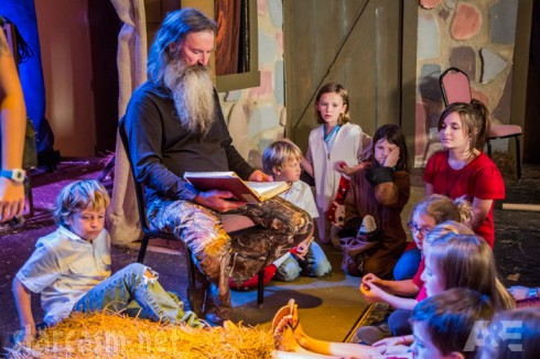 Duck Dynasty Christmas Special Phil Robertson reading to children