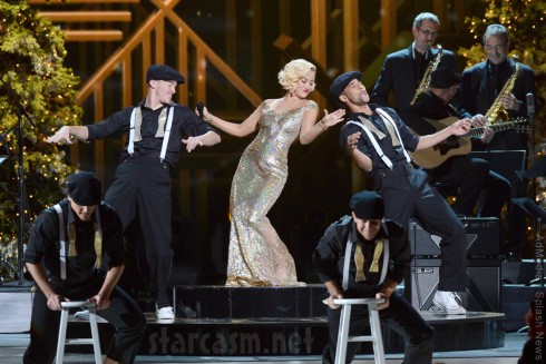 Kellie Pickler 2013 CMA Country Christmas performance
