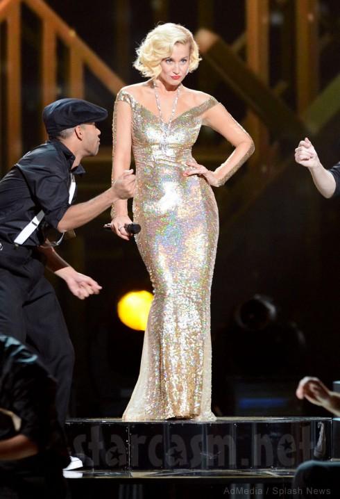 Kelli ePickler looking like Marilyn Monroe at 2013 CMA Country Christmas performance