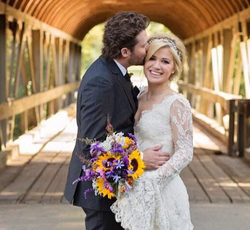 Kelly-Clarkson-wedding-pregnant