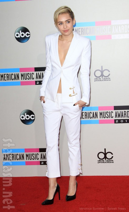 Miley Cyrus 2013 American Music Awards red carpet