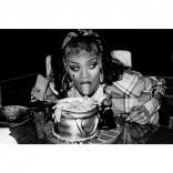 Rihanna chola gangsta zombie Halloween 2013 picture 12 eating cake