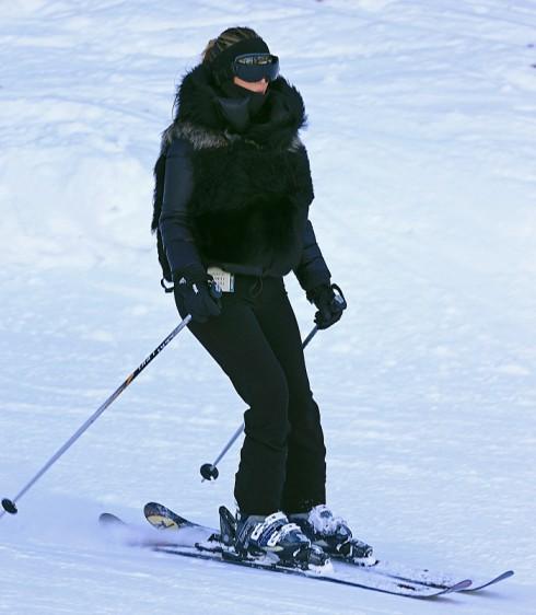 Kim Kardashian Goes Skiing