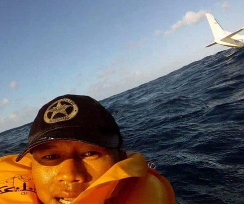 Intense post-crash selfie Ferdinand Puentes