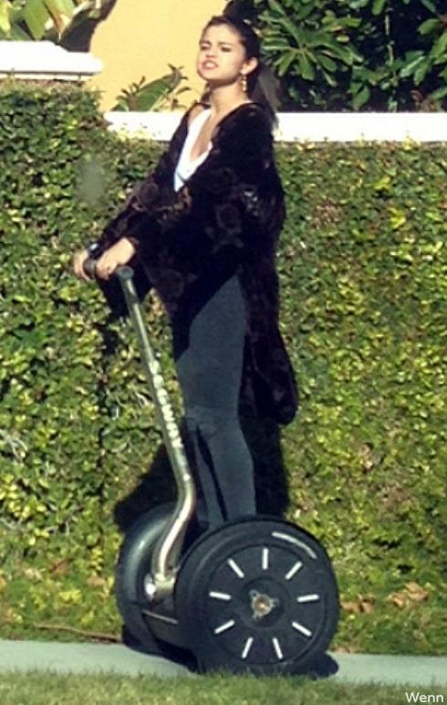 Selena Gomez - Riding Segways with Justin Bieber