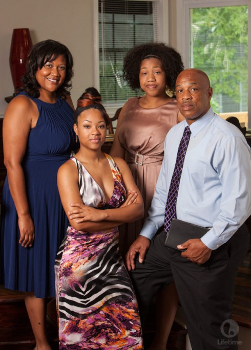 Preachers' Daughters Season 2 Tori Elliott with dad Kenny mom Monique and sister Courtney