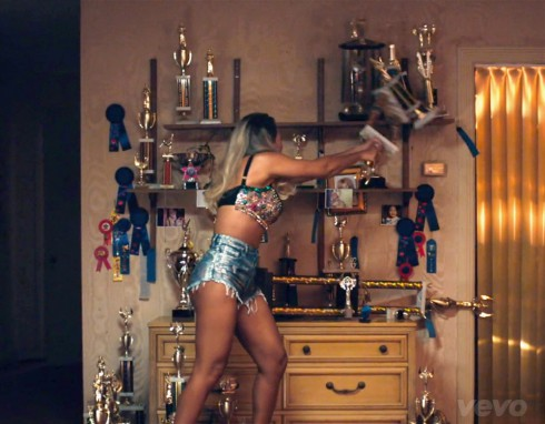 Beyonce Pretty Hurts music video smashing trophies