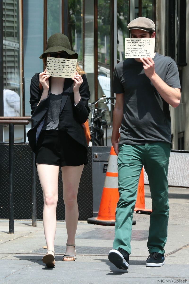 Photos Emma Stone And Andrew Garfield Have A Message For Paparazzi