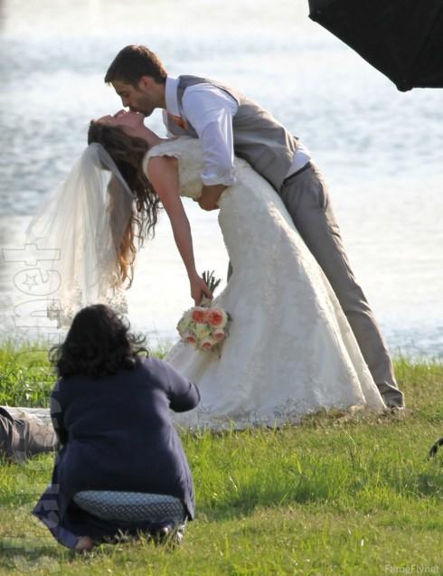 derick Jill Duggar wedding photo kiss