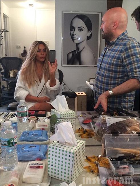 Kim Kardashian dyes hair blonde again
