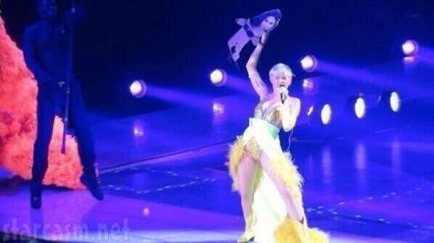 Selena Gomez - Miley Cyrus FU