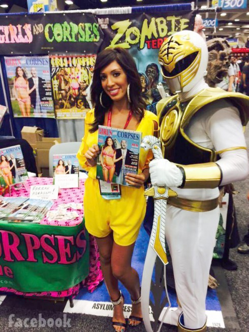 Farrah Abraham poses with the yellow Power Ranger at 2014 San Diego Comic-Con
