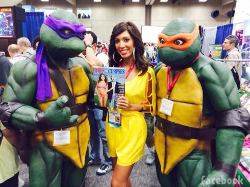 Farrah Abraham poses with Teenage Mutant Ninja Turtles at 2014 San Diego Comic-Con