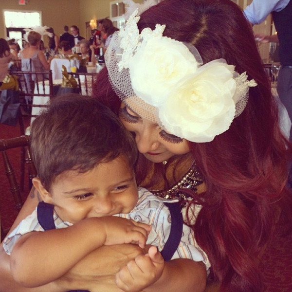 snooki bridal shower with son lorenzo