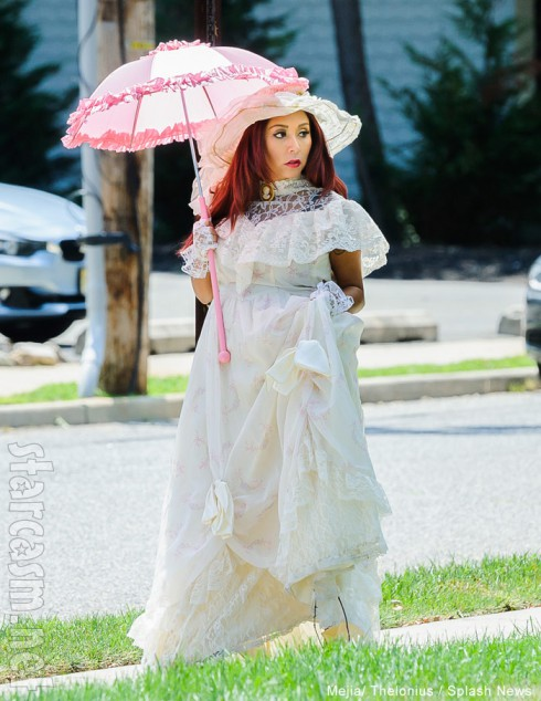 Snooki wearing Victorian clothes