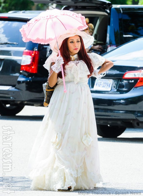 Snooki wearing a Victorian dress with hat and parasol