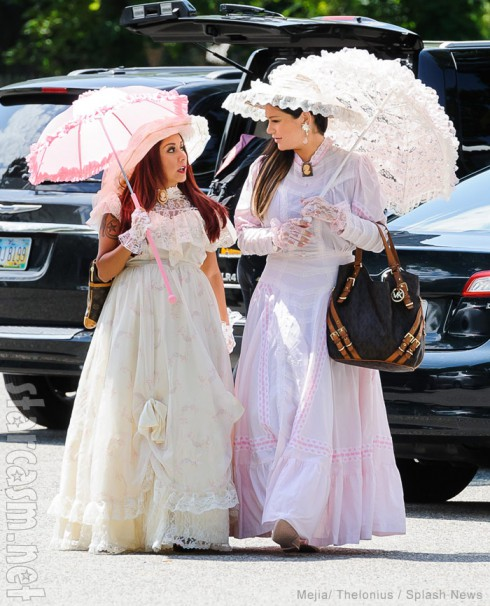 Snooki and JWoww wearing Victorian clothes