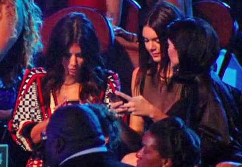 Kim-Kendall-Kylie-Michael-Brown-texting