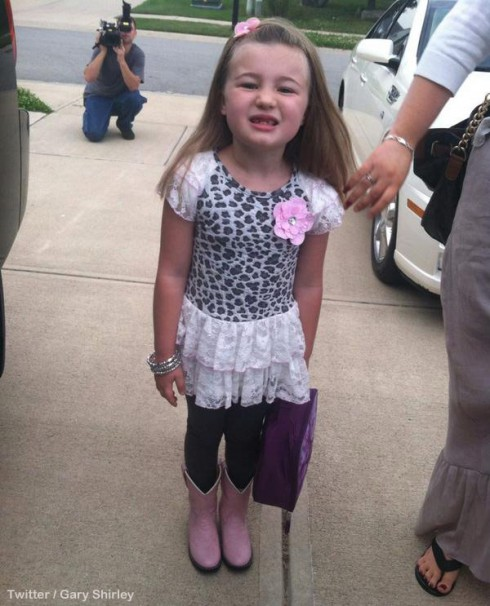 Amber Portwood walks Leah to first day of school