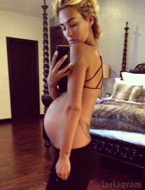 Pete Wentz's girlfriend Meagan Camper baby bump photo