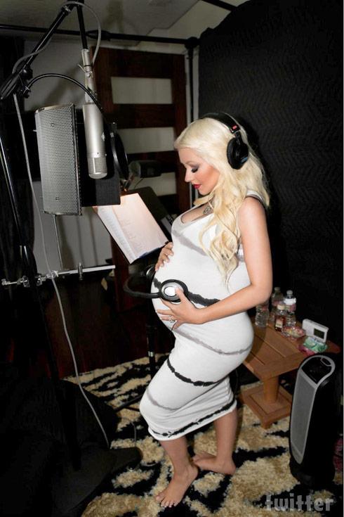 Pregnant Christina Aguilera baby bump photo