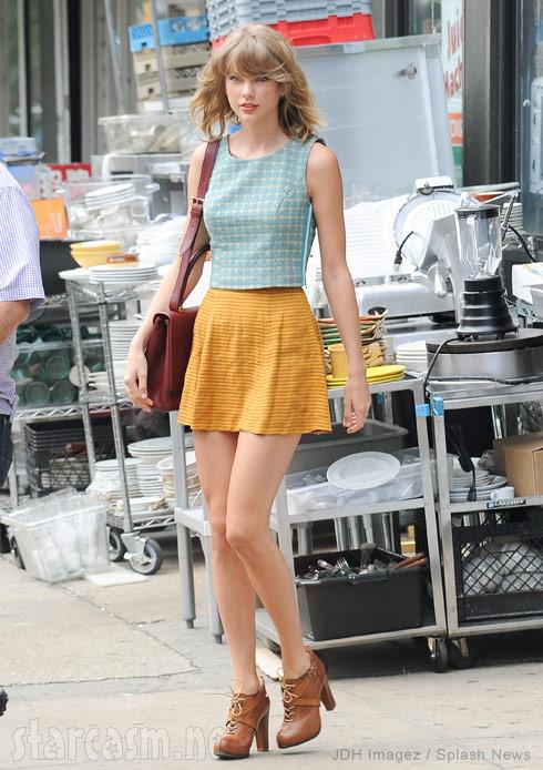 Taylor Swift looks like Barbie in NYC