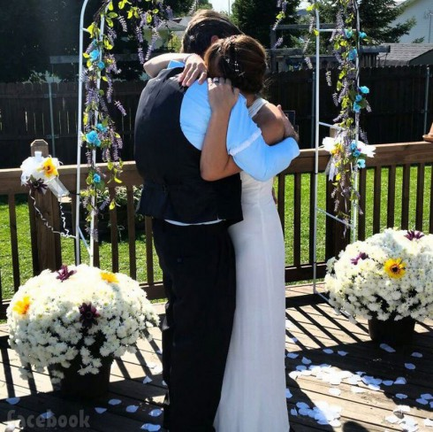Teen Mom's April Baltierra wedding photo to husband Rich