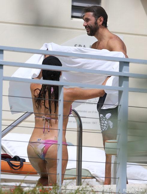 Eva-Longoria-bikini-Miami