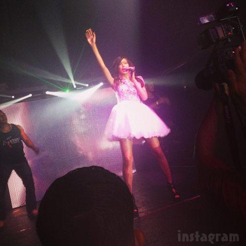 Farrah Abraham singing Blowin live